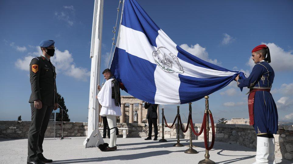 25η Μαρτίου: Στην επίσημη έπαρση της σημαίας στην Ακρόπολη η Κατερίνα Σακελλαροπούλου