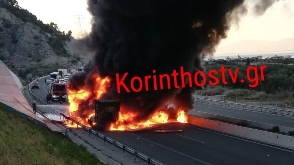 Στις φλόγες νταλίκα στην Ε.Ο Κορίνθου – Πατρών – Kλειστό το ρεύμα προς Αθήνα