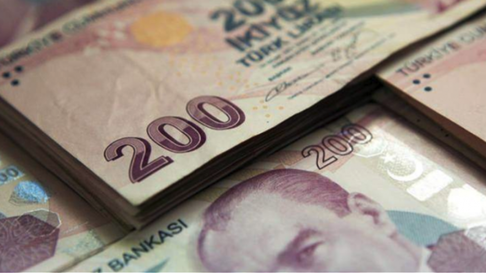 Τουρκία: «Βουτιά» 17% για την τουρκική λίρα μετά την απόλυση του κεντρικού τραπεζίτη