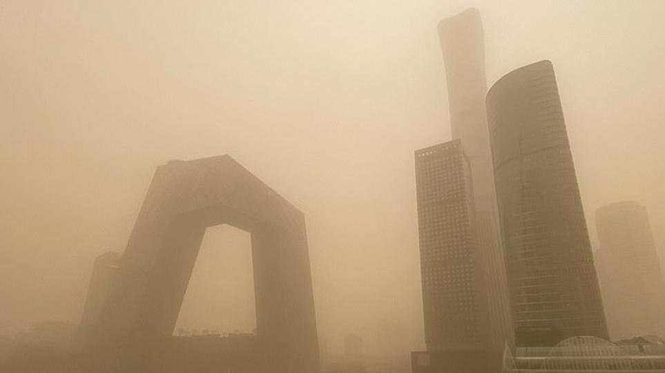 Βίντεο: Πρωτοφανής αμμοθύελλα σαρώνει την Κίνα  – Εκατοντάδες πτήσεις ακυρώθηκαν