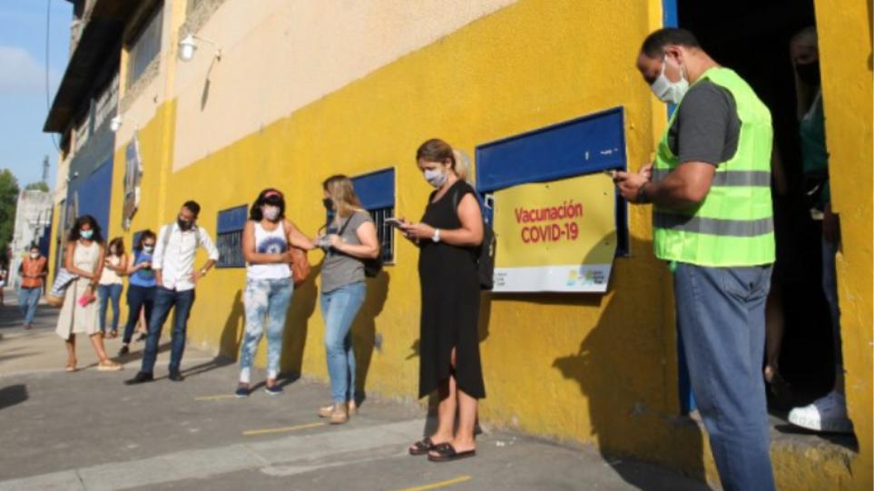 Πανδημία-Χιλή: Αύξηση των κρουσμάτων παρά το γεγονός ότι οι εμβολιασμένοι πλησιάζουν τα 6 εκατ.