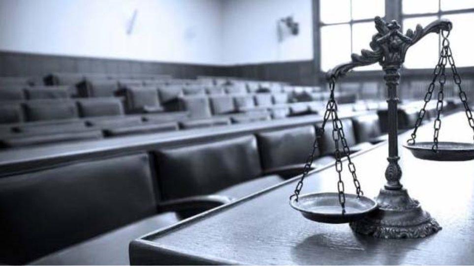 Τρεις δικαστικές Ενώσεις διαμαρτύρονται για τον κατ΄ εξαίρεση εμβολιασμό μόνο ορισμένων εισαγγελέων