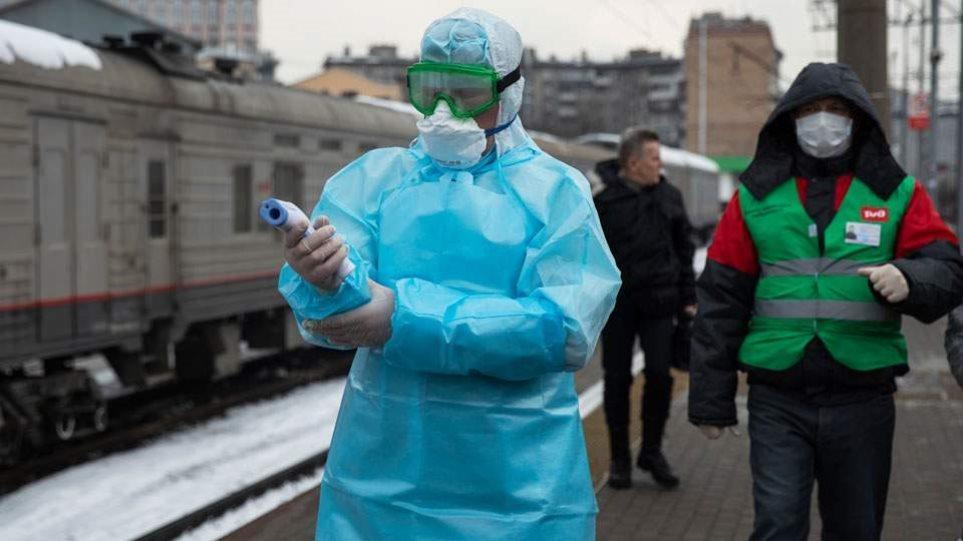 Κορωνοϊός – Ρωσία: Σχεδόν 8.300 οι νέες μολύνσεις – Κατέληξαν 374 ασθενείς σε ένα 24ωρο