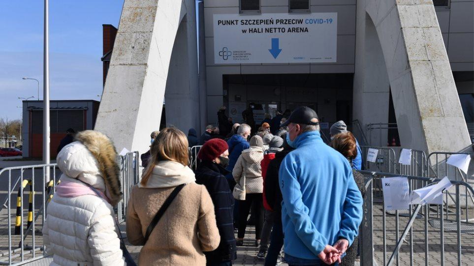 Κορωνοϊός – Πολωνία: Ρεκόρ νέων μολύνσεων καταγράφηκε το προηγούμενο 24ωρο
