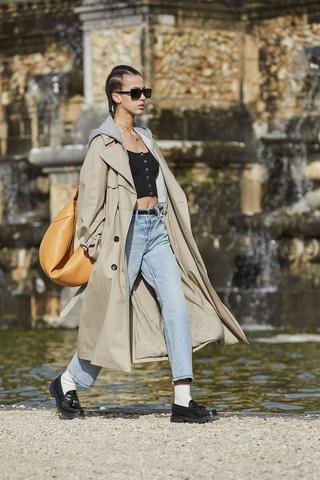 Celine AW21: Όταν τα ρούχα αναδύονται μέσα από ένα ψυχεδελικό παραμύθι
