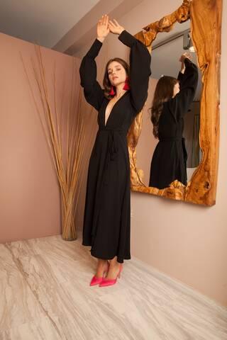 Tα πιο αέρινα φορέματα του φετινού καλοκαιριού έχουν βολάν, ιριδισμούς και ξεχειλίζουν από αγάπη