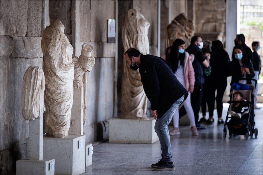 Παγκόσμια Ημέρα Μνημείων: Ουρές στο μουσείο της Ακρόπολης λόγω της δωρεάν εισόδου – Δείτε φωτογραφίες