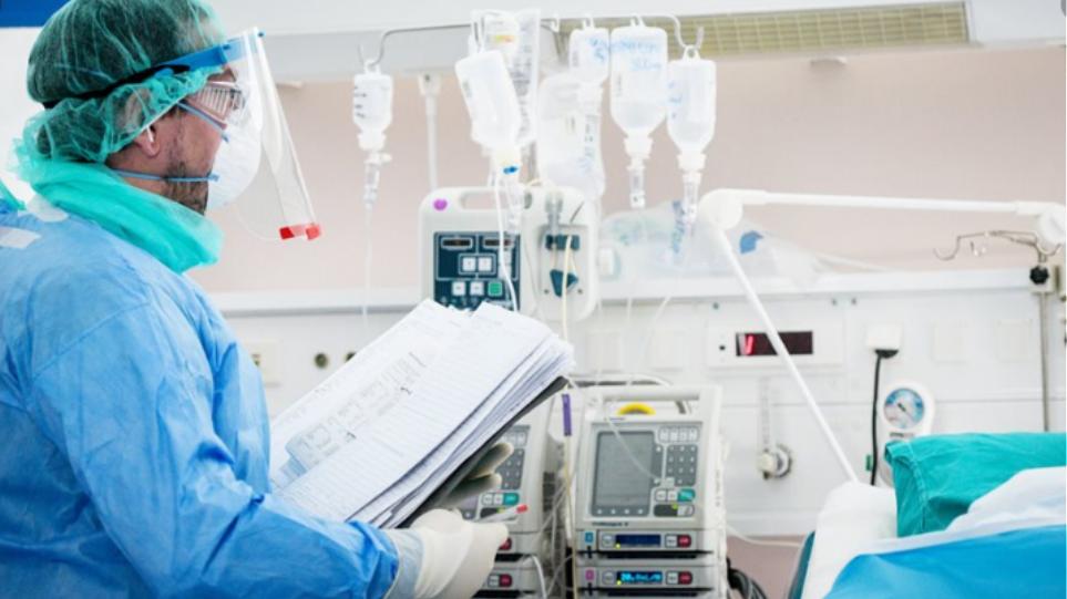 Κορωνοϊός: Νέα «αρνητικά» ρεκόρ θανάτων, διασωληνωμένων, νέων εισαγωγών σε νοσοκομεία