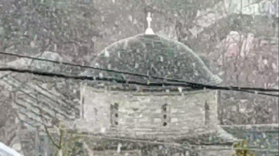 Ο καιρός τρελάθηκε: Χιονόπτωση στη Φλώρινα