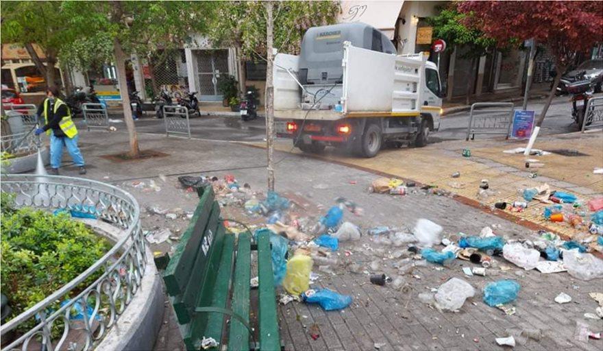 Κυψέλη – πλατεία Αγ. Γεωργίου: Μάζεψαν 50 σακούλες σκουπιδιών μετά το κορωνοπάρτι – Δείτε το πριν και το μετά