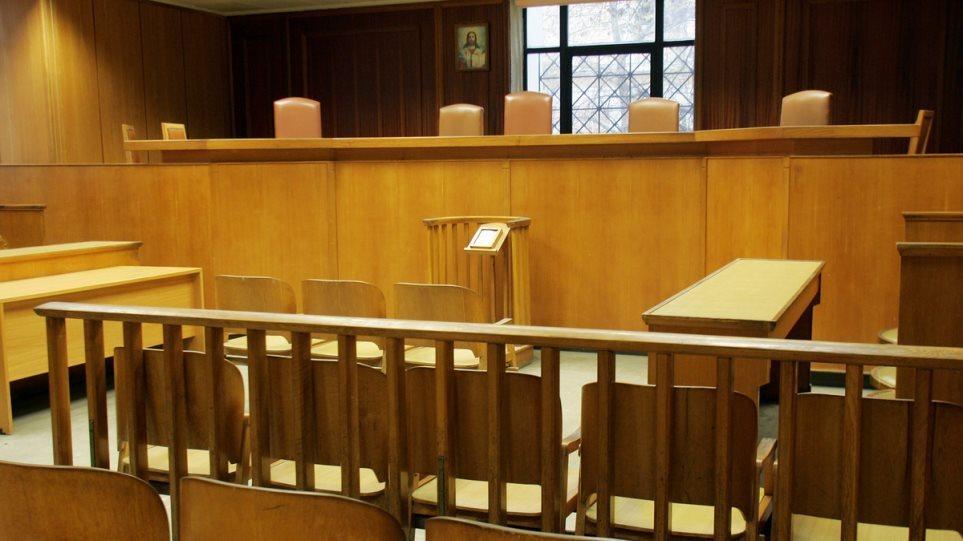 Μειώνονται οι δικαστικές διακοπές κατά 15 ημέρες με τροπολογία Τσιάρα
