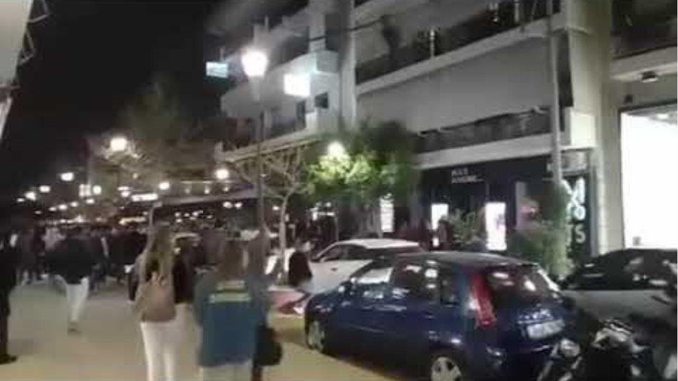 Βίντεο: Απίστευτες εικόνες στο Περιστέρι: Συνωστίζονται, πίνουν κοκτέιλ και …ντριφτάρουν!