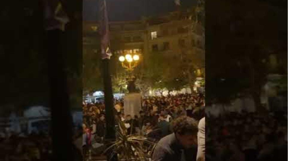 Κυψέλη: Κορωνοπάρτι με εκατοντάδες άτομα, Dj και ποτά