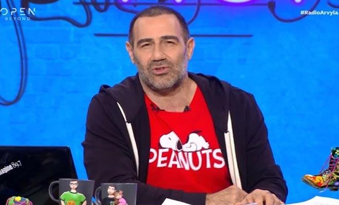 Ράδιο Αρβύλα: Ο Αντώνης Κανάκης ζήτησε την κατανόηση των τηλεθεατών – Αυξήθηκαν τα κρούσματα στην εκπομπή