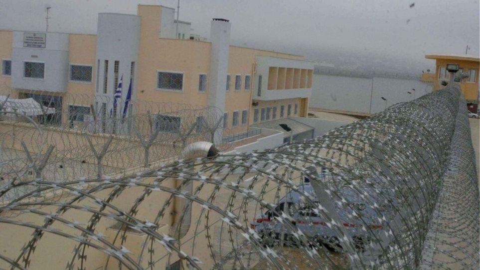 Φυλακές Χανίων: Νεκρός βρέθηκε στο αυτοκίνητό του ο Διοικητής της Εξωτερικής Φρουράς