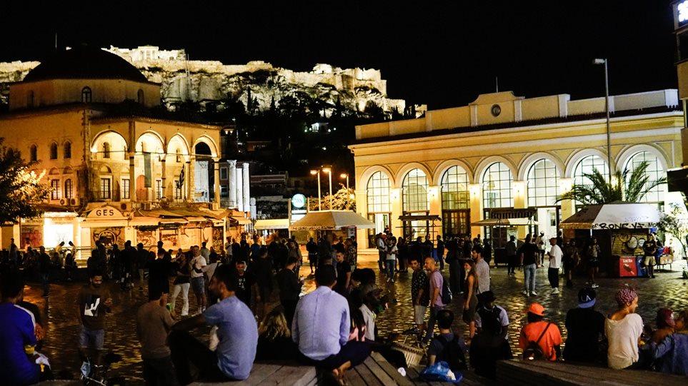 Χαμός στις πλατείες κι απόψε, υπό αμφισβήτηση τα μέτρα λόγω αναποτελεσματικότητας