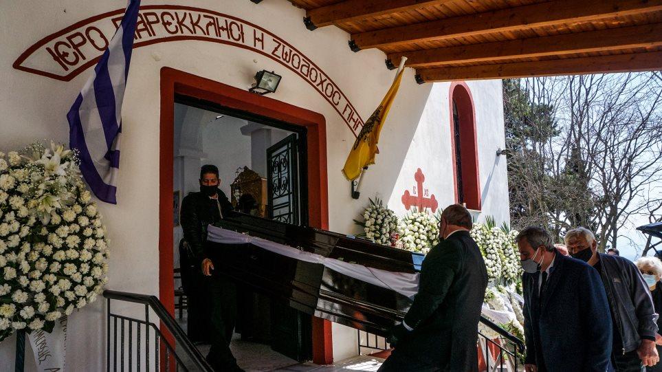 Κηδεία Γιώργου Καραϊβάζ: Το ζεϊμπέκικο που ακούστηκε με επιθυμία του γιου του