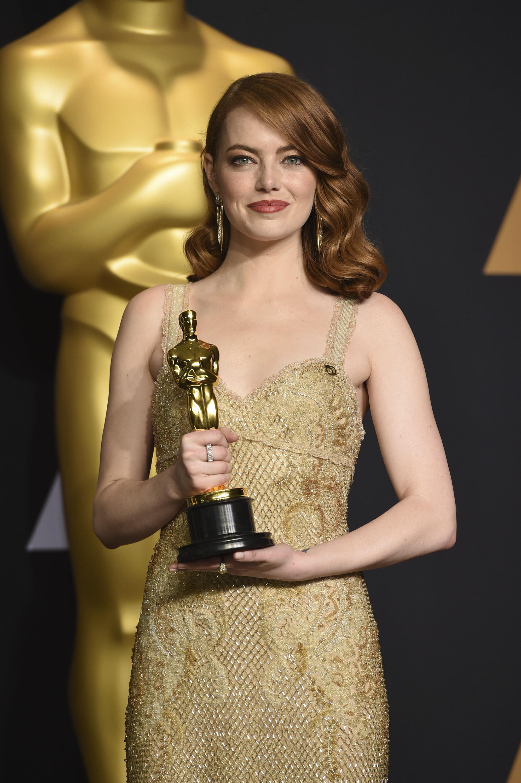Στο φετινό κόκκινο χαλί των Oscars η πιο hot τάση ήταν να ντυθείς… Oscar!