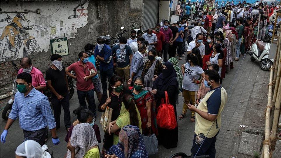 Κορωνοϊός – Ινδία: «Ακραίο» ρεκόρ με 261.500 νέα κρούσματα – Υπέκυψαν 1.501 ασθενείς σε μία μέρα