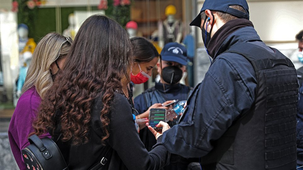 Lockdown: Εβδομάδα αποφάσεων για SMS, απαγόρευση κυκλοφορίας, γυμναστήρια και δεξιώσεις