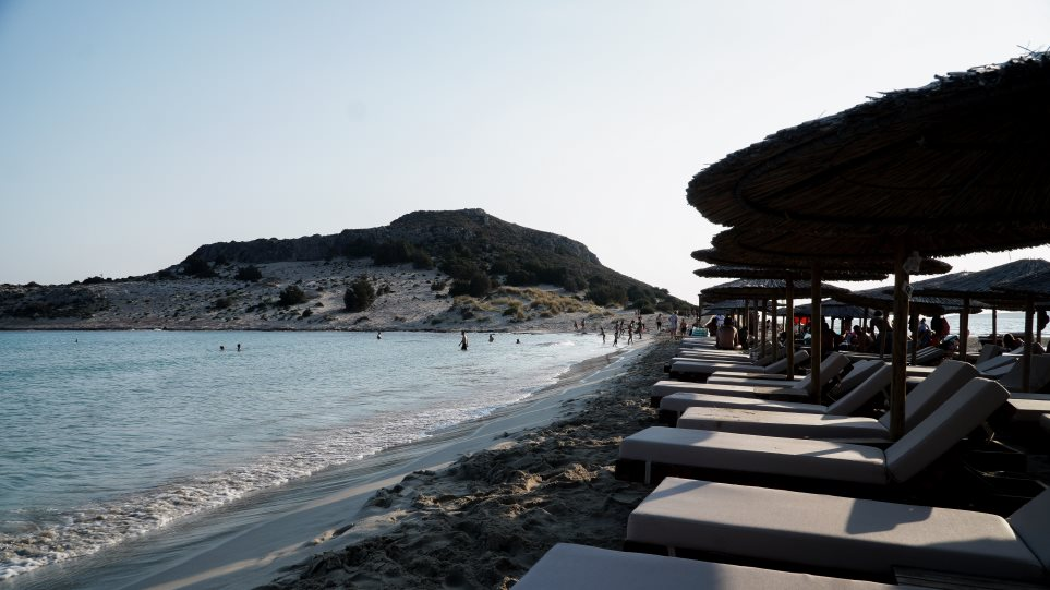 Ετοιμες οι παραλίες να υποδεχτούν κόσμο με ασφάλεια