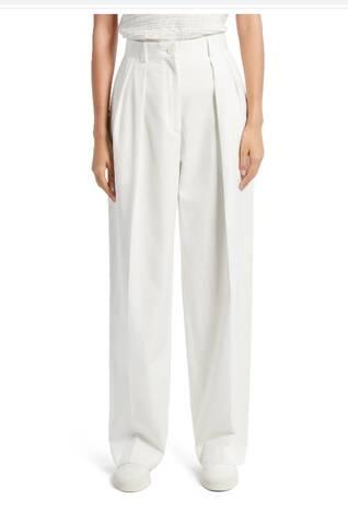 Η Jennifer Lawrence φόρεσε ένα απλό καλοκαιρινό παντελόνι που κοστίζει 800 ευρώ!
