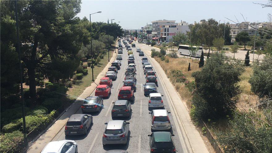 Lockdown – Παραλίες: Στους δρόμους οι Αθηναίοι – Μποτιλιάρισμα στο παραλιακό μέτωπο