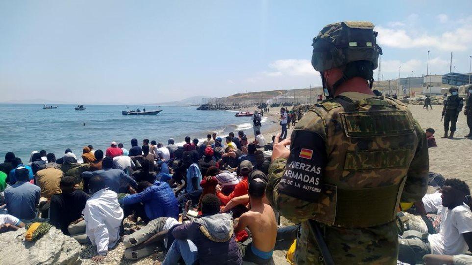Ισπανία: Μείζον θέμα για την κυβέρνηση η μαζική είσοδος μεταναστών στη Θέουτα
