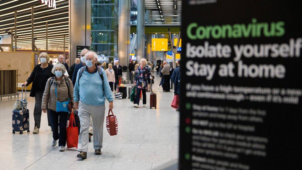Βρετανία: Αλαλούμ με την «πορτοκαλί» λίστα –  «Όχι» στα ταξίδια από Τζόνσον, εισιτήρια £5 για ελληνικά νησιά από Ryanair