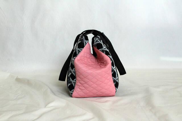 Μία σειρά από τσάντες που φτιάχνονται από vintage υφάσματα υπόσχεται να κάνει πιο boho τα looks σου