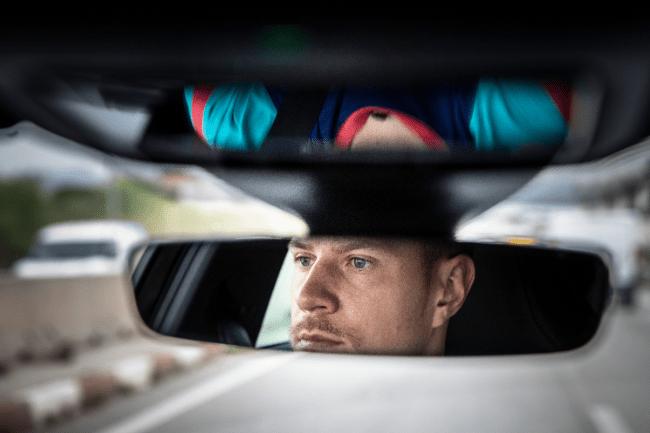 Ο τερματοφύλακας της Barcelona οδηγεί υβριδικό αυτοκίνητο για να χαλαρώσει