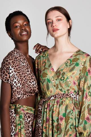 Aυτά τα ρούχα θα θες να φορέσεις τώρα που είσαι «ελεύθερη» να κυκλοφορήσεις έξω στον κόσμο