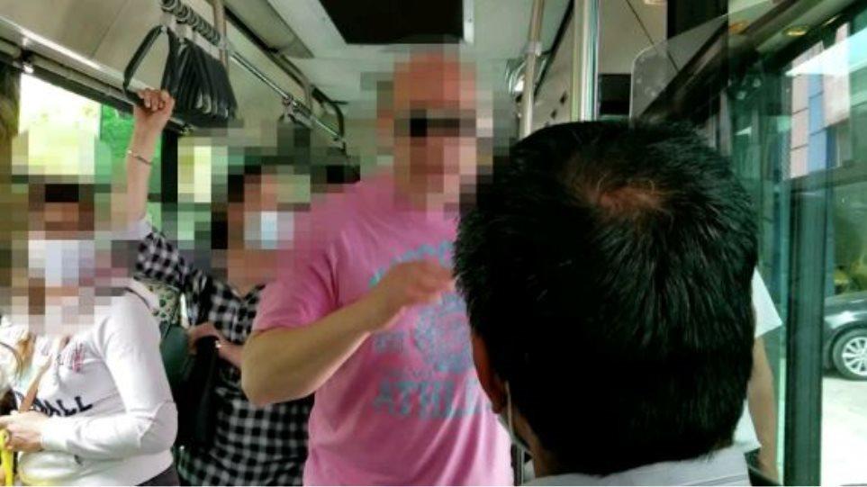 Στο πειθαρχικό ο οδηγός λεωφορείου μετά τη ρατσιστική επίθεση σε μετανάστη