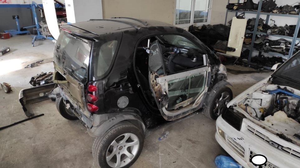 Εξαρθρώθηκε σπείρα που έκλεβε αυτοκίνητα και διακινούσε κοκαΐνη στην Αττική – Εξιχνιάστηκαν 12 κλοπές οχημάτων