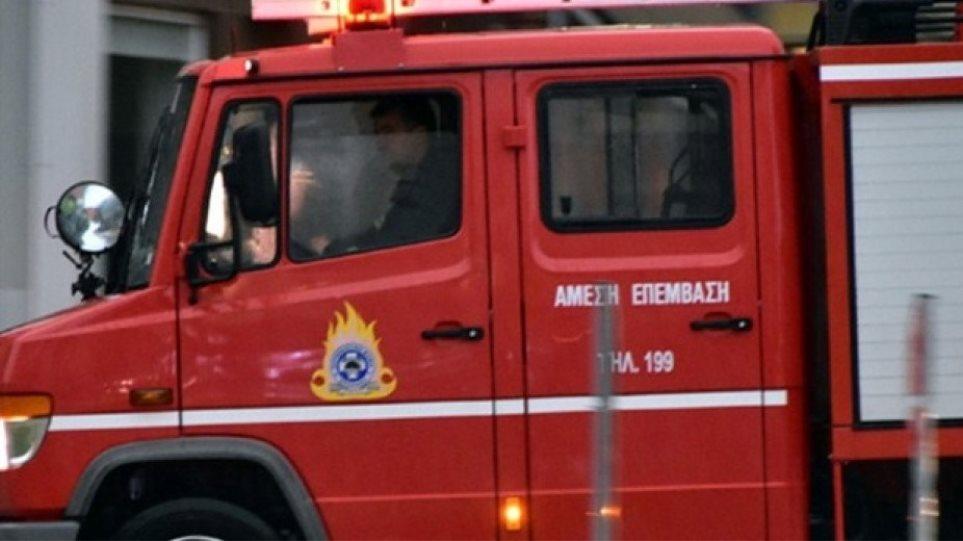 Μεγάλη φωτιά σε συνεργείο αυτοκινήτων στη Νέα Ιωνία