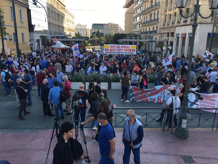 Εργασιακό νομοσχέδιο: Συλλαλητήριο συνδικάτων και μελών του ΠΑΜΕ στα Προπύλαια