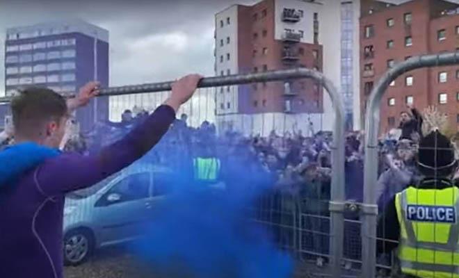 Χάος στην Αγγλία με πέναλτι ΣΚΑΝΔΑΛΟ στο 96′ και κορονοπάρτι με χιλιάδες οπαδούς [Βίντεο]