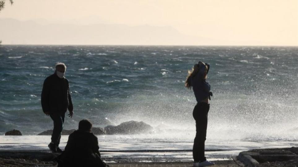 Καιρός: Ηλιοφάνεια και ισχυροί βοριάδες την Κυριακή – Υψηλές πάλι οι θερμοκρασίες