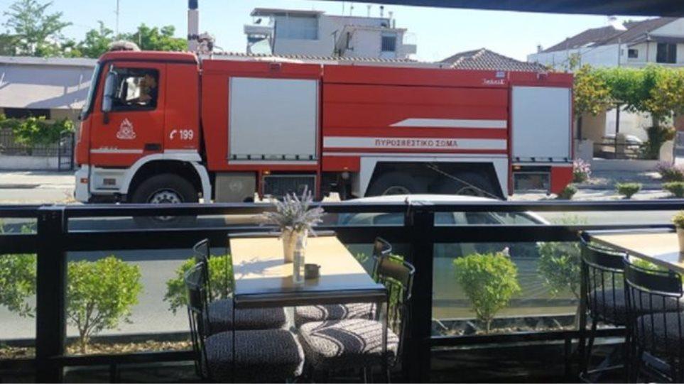 Λάρισα: Έκρηξη σε αποστακτήριο – Οκτώ τραυματίες