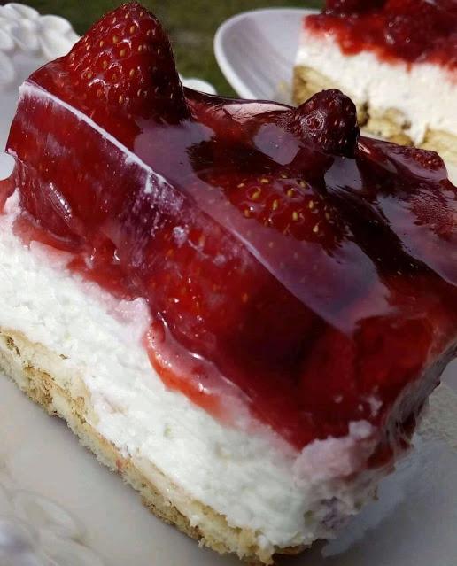 Πολύ γευστικό!Πολύ δροσερό!Πολύ εύκολο γλυκό Φράουλας!!!