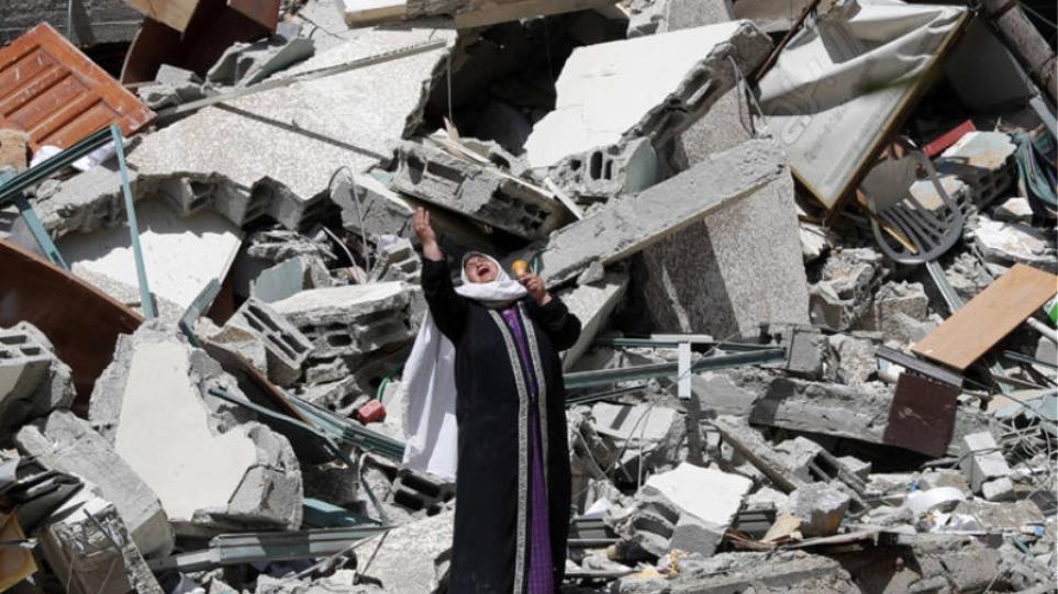 """Οι Παλαιστίνιοι κατηγορούν το Ισραήλ για """"εγκλήματα πολέμου"""" και ο Μπάιντεν εργάζεται για να αποκατασταθεί «διαρκής ηρεμία»"""