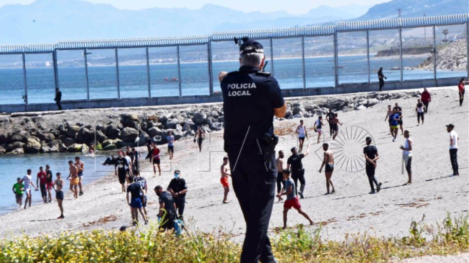 Ισπανία: Ξεπέρασαν τους 5.000 οι μετανάστες που έφθασαν στη Θέουτα μέσα σε μια ημέρα – Δείτε βίντεο