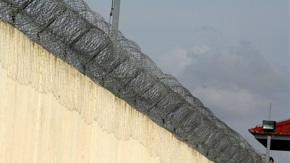 Τρίκαλα: Εντοπίστηκε κρατούμενος στις φυλακές με 120 συσκευασίες ηρωίνης