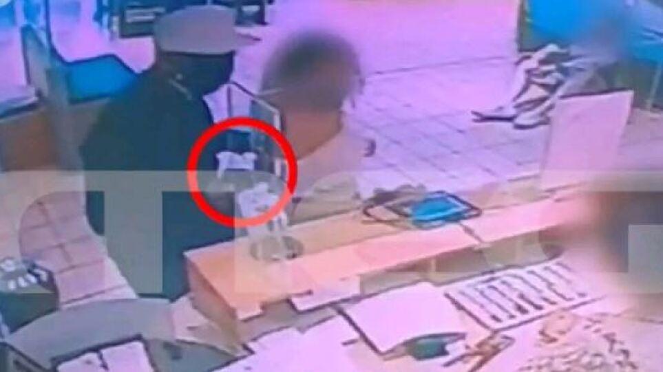 Νέα Φιλαδέλφεια: Βίντεο-ντοκουμέντο από ένοπλη ληστεία σε τράπεζα