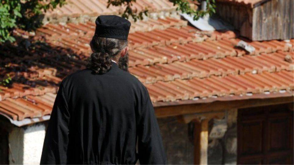 Τριχωνίδα: 42χρονος ιερέας φέρεται να ασέλγησε σε γυναίκα μπροστά στα μάτια του συζύγου της!