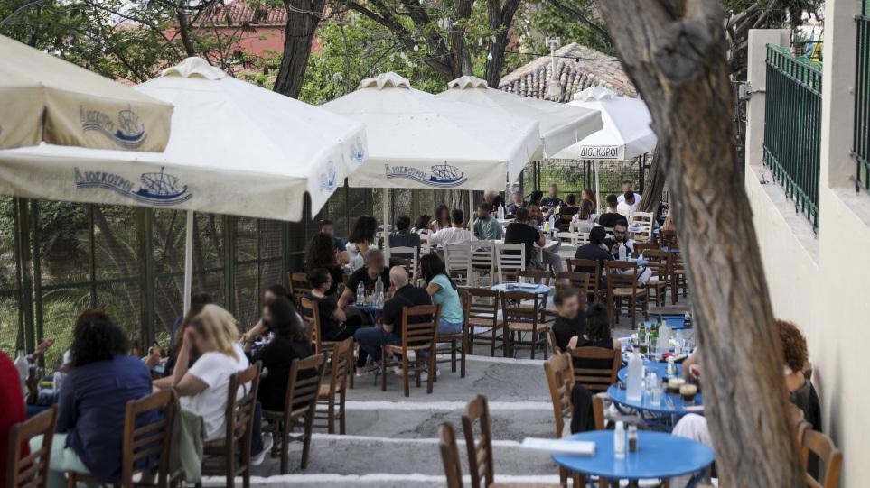 Ωράριο καταστημάτων: Τι ώρα κλείνουν μπαρ, εστιατόρια μετά την άρση απαγόρευσης κυκλοφορίας