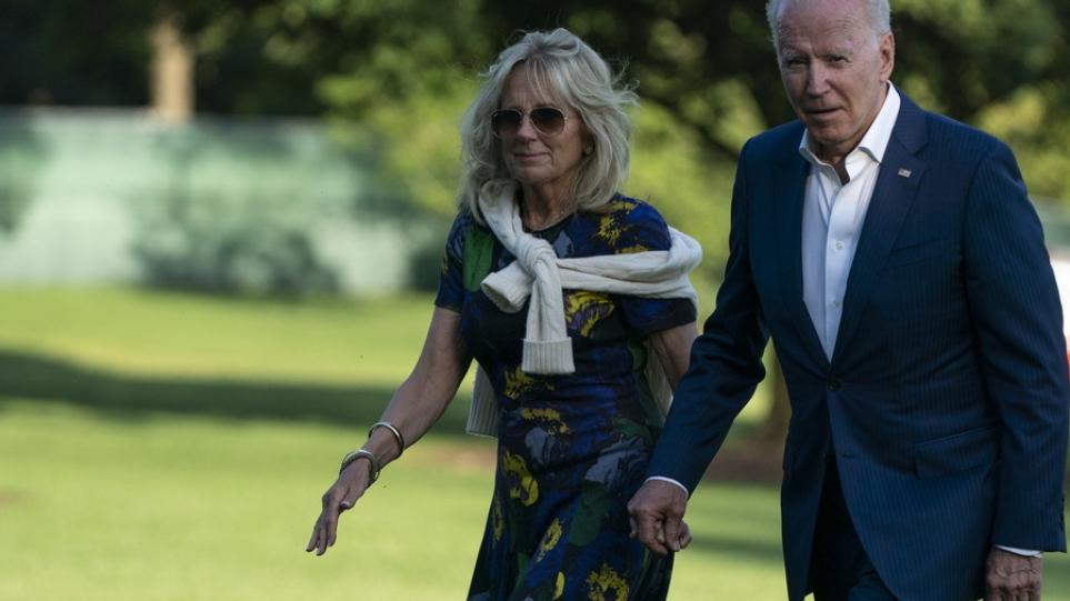 Τζιλ Μπάιντεν: Η Vogue της χάρισε το εξώφυλλο που περίμενε μάταια η Μελάνια – Τι είπε για το «σκάνδαλο με το διχτυωτό καλσόν»