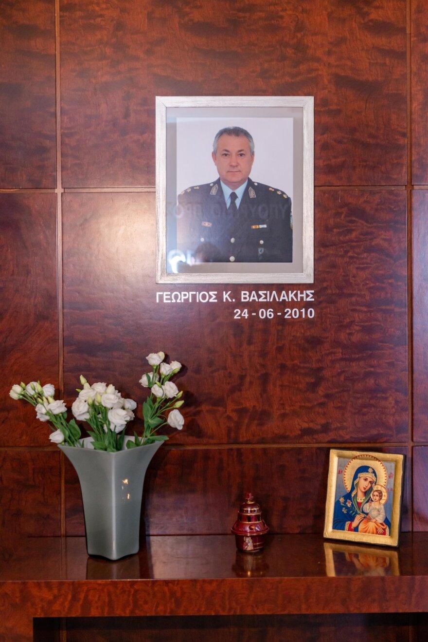 Τρισάγιο στη μνήμη του θύματος τρομοκρατίας, Ταξίαρχου, Γιώργου Βασιλάκη στο υπουργείο Προστασίας του Πολίτη