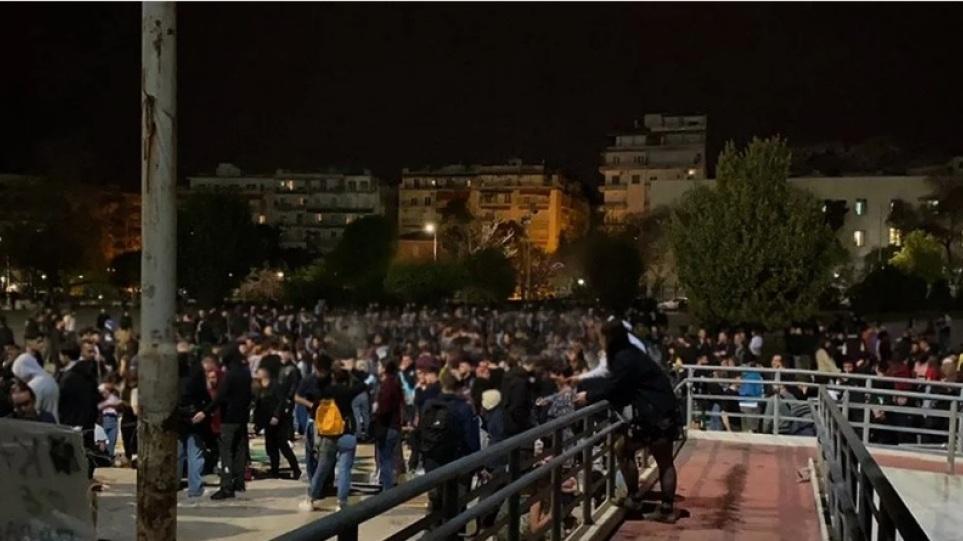 Θεσσαλονίκη: Αστυνομική έρευνα για τα κορωνοπάρτι στο ΑΠΘ μετά από αναφορά του πρύτανη
