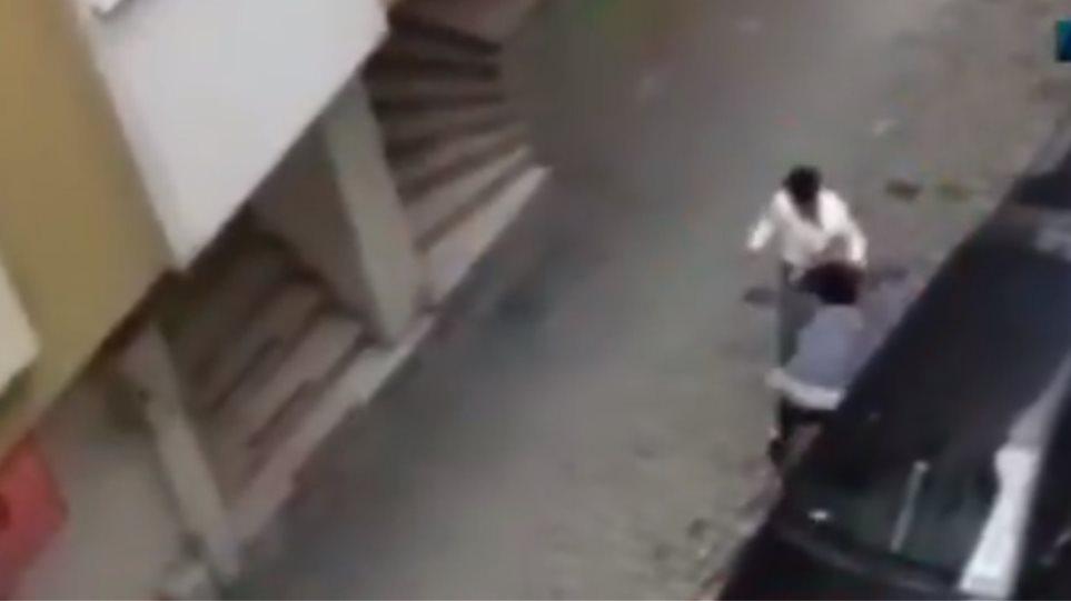 Τουρκία: Επιτέθηκε στην έγκυο σύζυγο του στη μέση του δρόμου